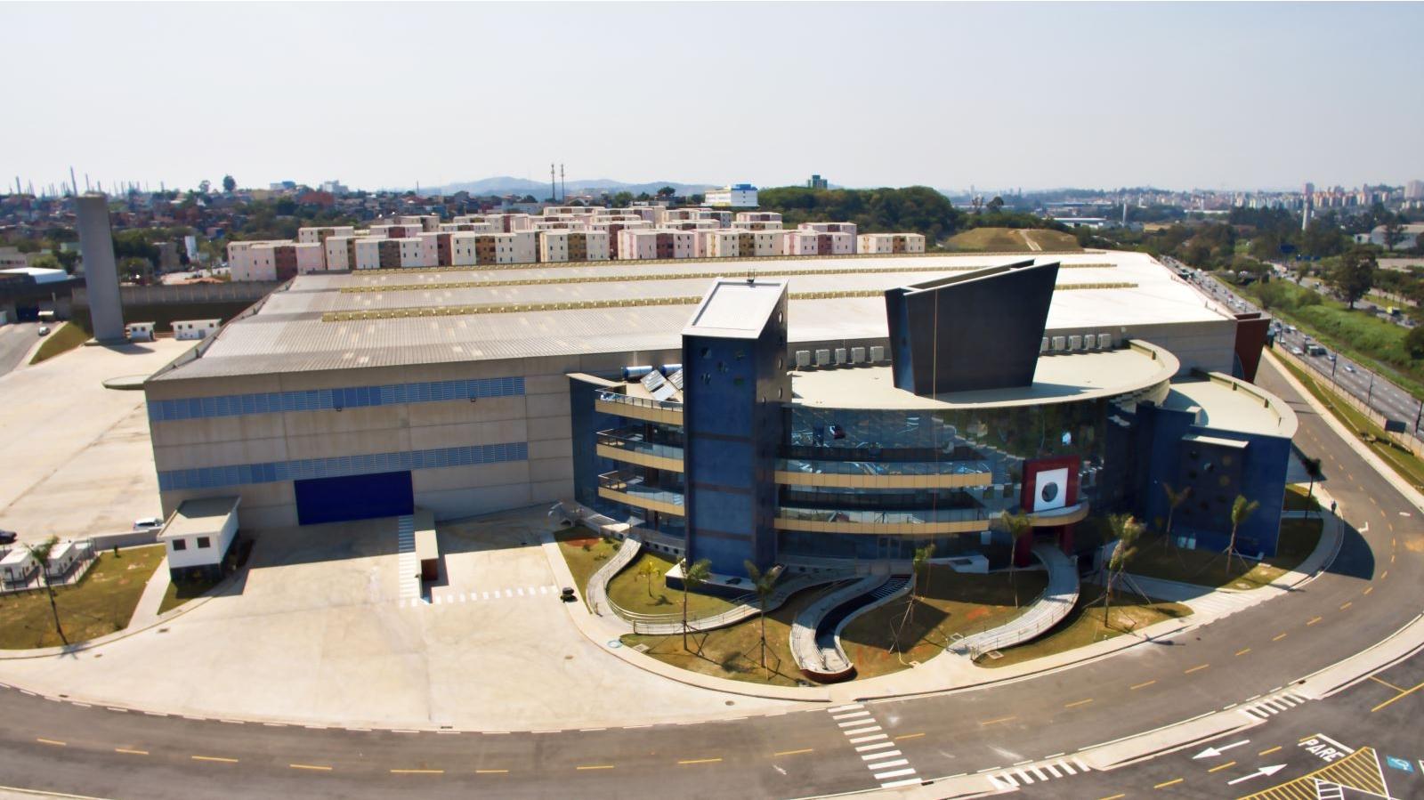 Royce Connect III, em Santo André (SP). Com área construída de 43.277 m², o projeto constitui-se de um galpão para armazenamento e um edifício administrativo multipavimentos.